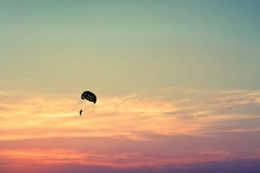 parasailing-1031275_1280