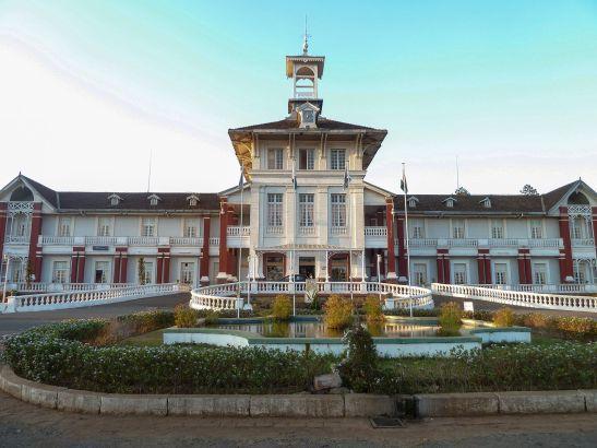Antsirabe_-_Hôtel_des_Thermes_-_front